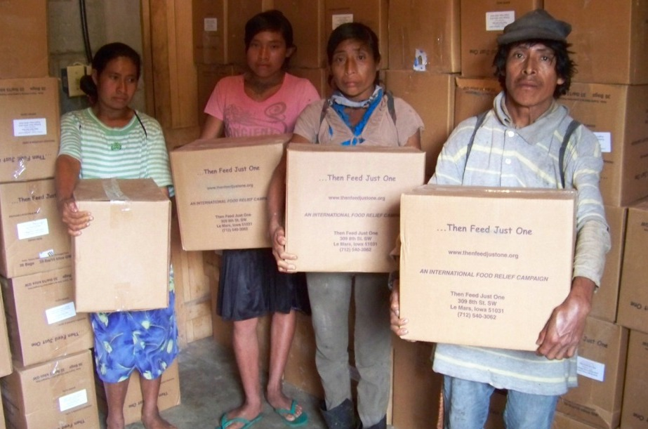Tolupan family receives boxes of food